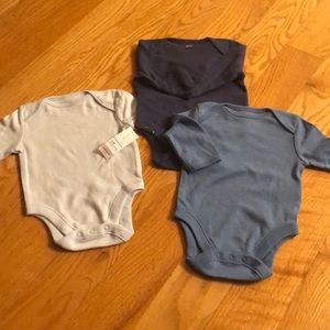 Brand new 3 pack bundle of long sleeve onesies!